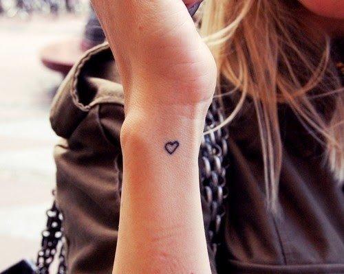 Design-uri tatuaje la incheietura mainii pentru fete ...
