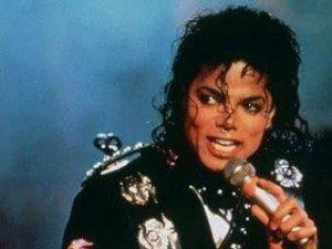 Mobila lui Michael Jackson, scoasă la licitaţie