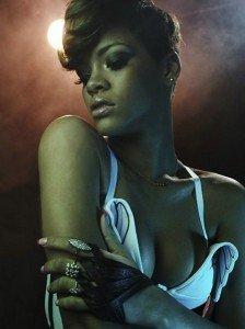 Rihanna pozeaza sexy pentru revista Rolling Stone