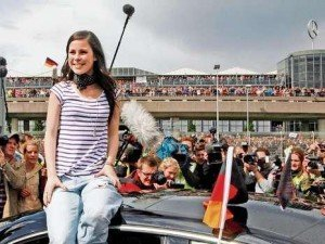 Lena, castigatoarea concursului Eurovision, primita cu aplauze