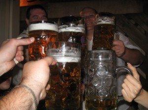 Care-i treaba cu iesitul la o bere?