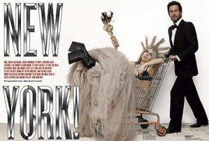 Lady Gaga pozeaza in Statuia Libertatii