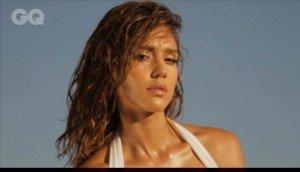 Jessica Alba pozeaza sexy in GQ UK Magazine