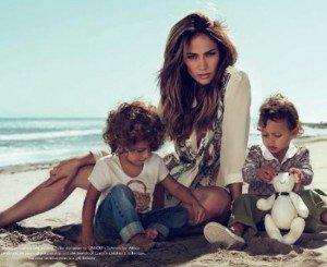 Jennifer Lopez isi lanseza gemenii in modeling