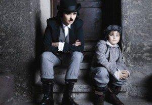 Andreea Marin in rolul lui Charlie Chaplin pentru revista Tabu