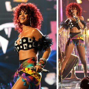 VIDEO Rihanna a cantat fals la American Music Awards 2010