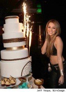 Miley Cyrus a sarbatorit cea de-a 18 aniversare