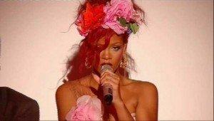 Rihanna a facut super show la X Factor