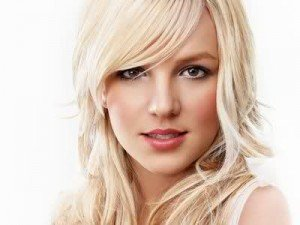 Britney Spears – Hold It Against Me – Versuri