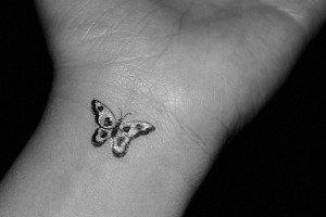 Modele de tatuaje pentru incheietura mainii – Tatuaje de vedeta 2011