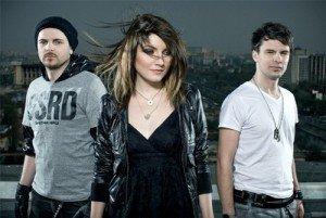"Muzica si Versuri – Crush Ft. Alexandra Ungureanu – ""I need you more"""