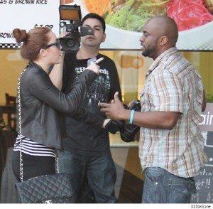 Miley Cyrus a atacat un paparazzi. Vezi VIDEO!