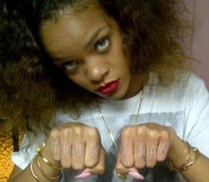 Rihanna tatuaj nou 2012