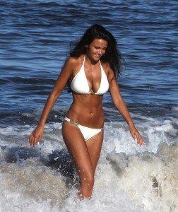 Vedete la plaja 2013 – Cum arata vedetele in costume de baie